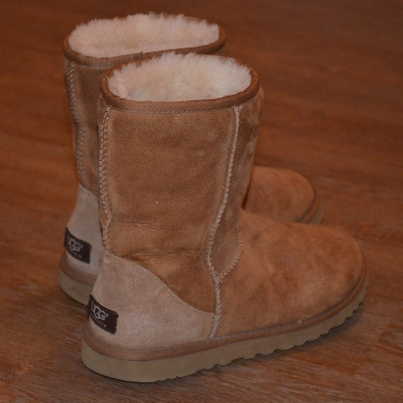19620873be2 UGG Classic Short 5825 Tan Boot Size 8